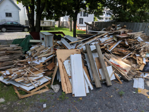 FREE wood. Will deliver in Gananoque