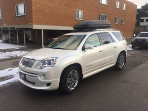 2011 GMC Acadia Denali **New engine in 2014 only has 44,000km**