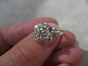 Sterling silver flower ring size 5.