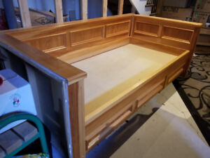 Free twin size pine bed with drawers