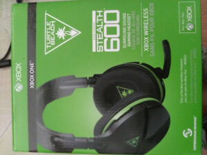 I got 2 headsets, 3 games sold together or separate for xbox one