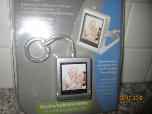 "NEW- Digital PHOTO- 1.5"" LCD Screen-Keep Photos on your Keychain"