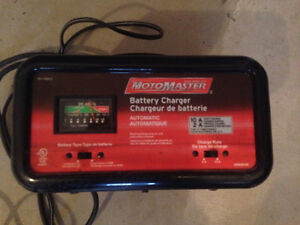 BATTERY CHARGER, IN GOOD CONDITION