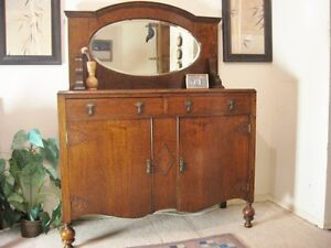 Beautiful Victorian 'Tiger Oak' Buffet w/Mirror{ DELIVERY Avail]