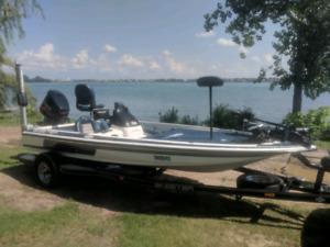 Skeeter tzx190 bass boat