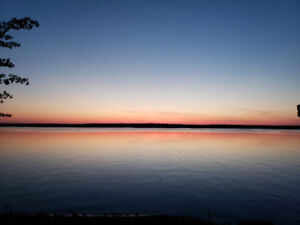 Lakefront House 45 minutes west of Edmonton! August Availability