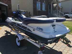 2003 SEA DOO LRV (4 PLACES) SEADOO - SEULEMENT 110 HEURES - RARE