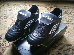 Brand New Umbro Speciali Eternal leather soccer cleats size 10