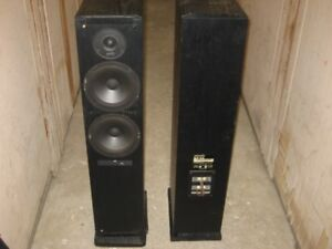 Vintage Polk Audio Rt12 Tower floor  speakers