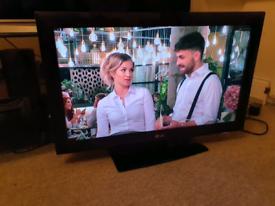 "32"" LG LCD TV"