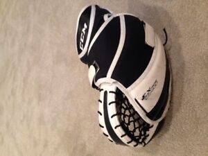 Youth goalie catcher and blocker in great condition