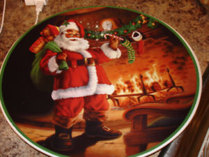 NEW LARGE CHRISTMAS PLATE DECORATIVE OR USE IN SERVING.