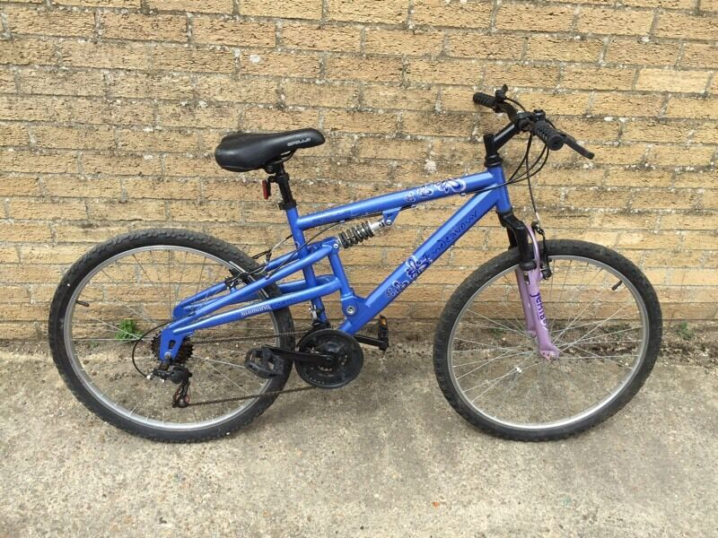 Ladies Full Suspension Mountain Bike. Great condition. Free Lock/Lights/Delivery