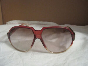 Vintage Italian Made Ladies Amber Plastic Frame Sunglasses