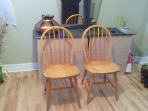 solid wood kitchen chairs West Island Greater Montréal image 2