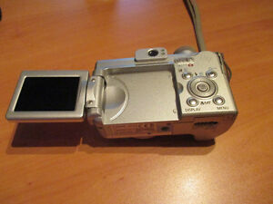 Canon PowerShot camera includes case Kitchener / Waterloo Kitchener Area image 3