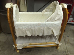 Eddie Bauer bassinet, only used 5 times