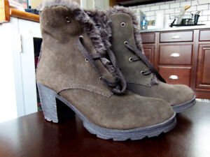 Like New Suede Cougar Ankle Winter Boots  Size 8 M