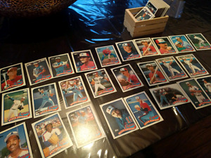 Montreal Expos. Topps baseball cards. 1998. 125+ cards.