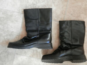 2 pairs of good quality leather boots ( by College and Blondo)