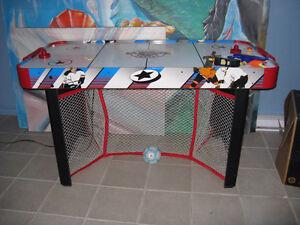 table de hockey a air 4 x6 pieds presque neuve