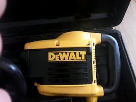 DeWalt D25899K 110v SDS Max Demolition Hammer Drill 10kg with case