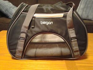 """Airline Approved """"Bergan"""" Pet Carrier"""