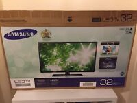 """Samsung UE32EH4000 - 32"""" LED TV with FREE TV TABLE"""