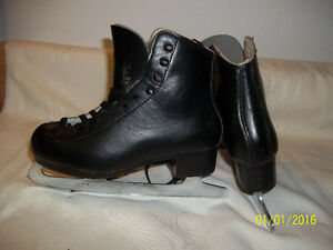 Junior Figure Skates Size 1 ½ (GAM 621) with Sapphize Blades