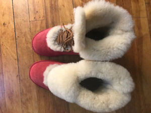 Never worn size 8.5 Uggs
