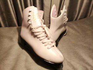 Lange size36 ice skates in good condition/MADE IN CANADA