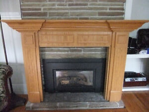 solid oak wood fireplace mantel in exc cond