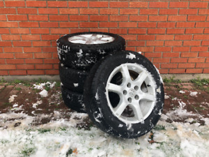 215/60 R16 Winter tires and alloy rims; approx. 90% tread left
