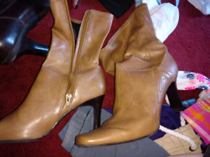 Womans dress boot size 8