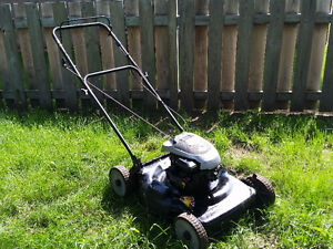 Tondeuse Murray 22'' 158CC/5.5ft-lbs Briggs &Stratton.Bon état!
