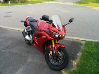 YAMAHA FZ1 2006 with Full Fairing - GREAT CONDITION (Safetied)!