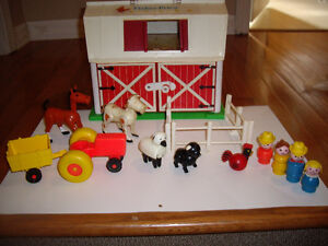 FISHER PRICE VINTAGE BARN W ACCESSORIES, SILO SEPARATE