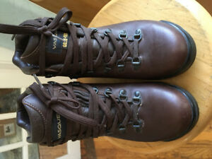 Women's Vasque Skywalk Gore-Tex Hiking Boots 8M