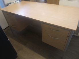 Very Large office Desk with lockable drawers