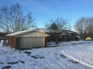 1600 SQ.FT. BUNGALOW WITH DOUBLE GARAGE&LARGE DETACHED WORKSHOP