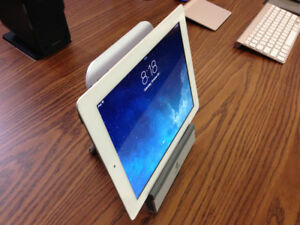 Apple iPad 3 Retina - Like New in Box