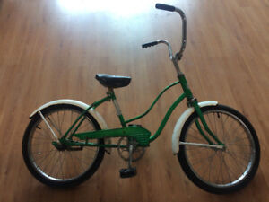 VINTAGE 1960s CRUISER BICYCLE (youth size)