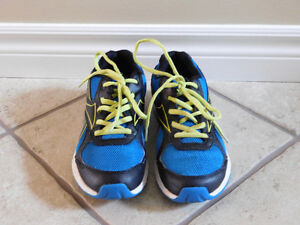 Reebok Sports Shoes- Youth Size 6