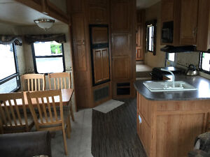 UNIQUE JAYCO EAGLE SUPER LITE 5TH WHEEL 31.5 RLDS