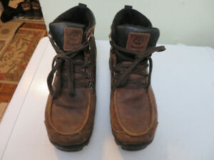 TIMBERLAND MEN'S LOW CUT WINTER BOOTS  SIZE 9.5