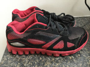 Boys runners - size 3