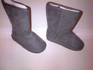 NEW Girls Winter Boots Grey Fuggs Size 12 NEVER WORN!!!