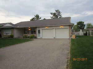 Gorgeous upper level of detached bungalow in Forest Heights