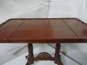 Beautiful Mahogany Little drop leaf Table West Island Greater Montréal image 2