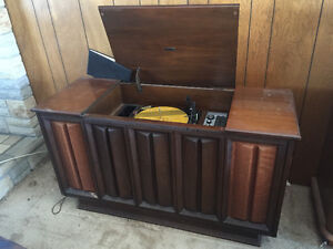 wood cabnet record player